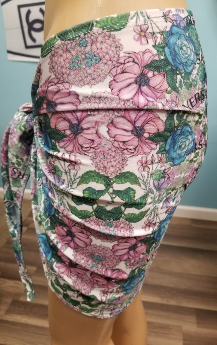 sarong-short-versace-flowers-side